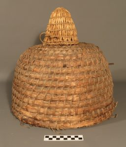 "Skep KIGHF.QP.0030 and cap KIGHF.QP.0031 – the ""cap"" sitting on top of the skep allows room for extra honeycomb production"