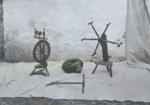 Jack reel RD.0026, top on display in Iona in the 1930s and below, with other objects relating to spinning