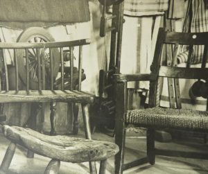 In a photo from the 40s the winder can be seen hidden behind some chairs.