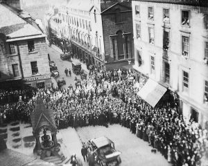 Crowds gathered outside Inverness Town House on 7 September 1921. Image courtesy of the Cook Collection, Inverness Museum & Art Gallery.